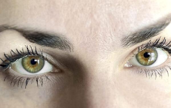 Pielęgnacja skóry pod oczami- to musisz wiedzieć